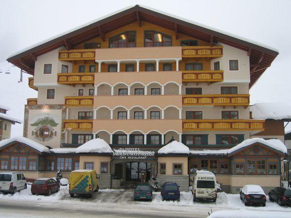Salzburgerhof-Fassadenarbeiten-Zauchensee-Strassenseite